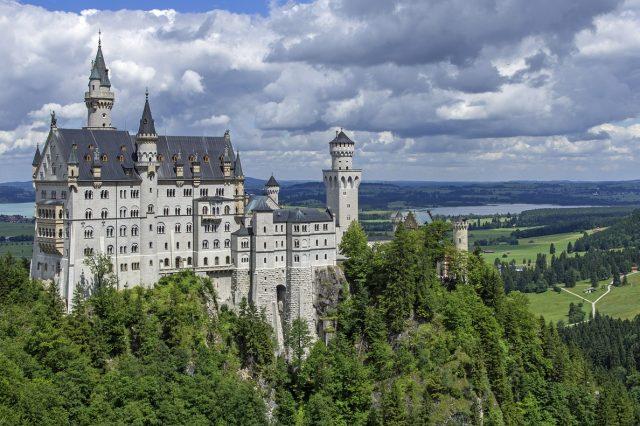 neuschwanstein-castle-467116_1280-640x426